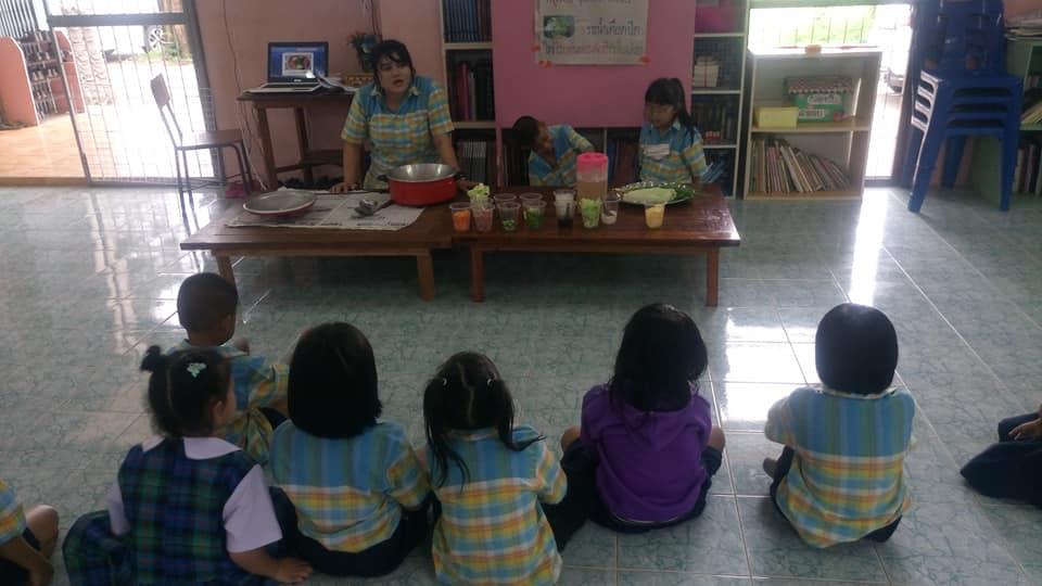 นักเรียนทำอาหาร