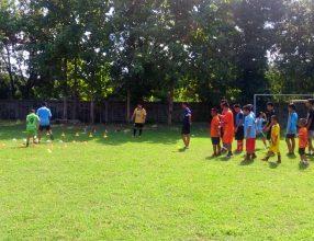ฝึกซ้อมฟุตบอล การฝึกซ้อมของนักเรียนชั้นระดับประถมและมัธยม